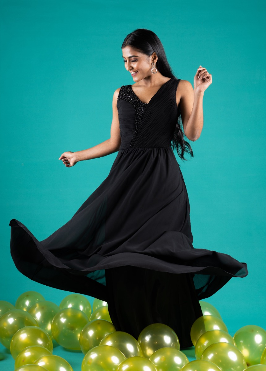 Women's Black Accordion Pleat Party Maxi Dress With Sequin Detail