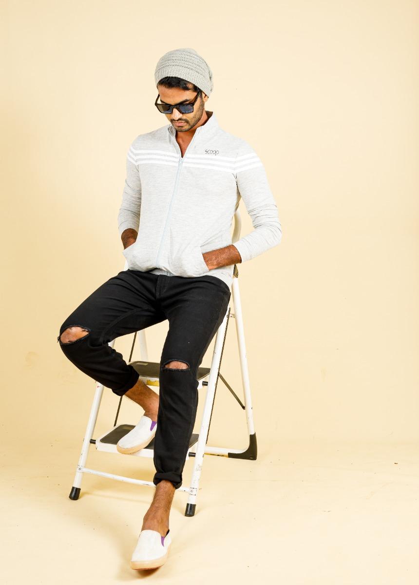 Men Black Skinny Fit Mid-Rise Slash Knee Stretchable Cropped Jeans