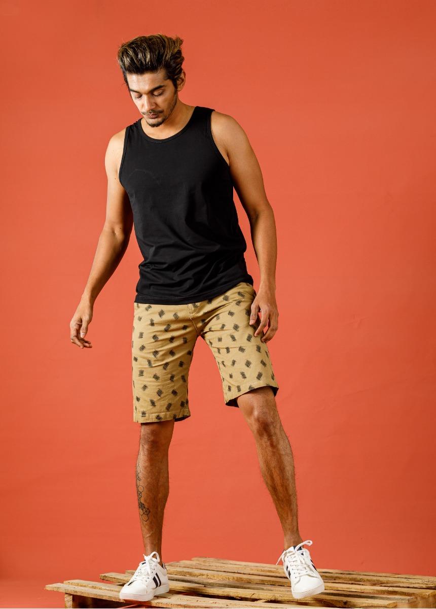 Men Black & Brown Geometric Printed Regular Fit Chino Shor